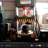 100四柱液压机工作视频