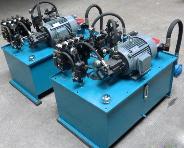三梁四柱液压机上使用的液压泵站实拍图