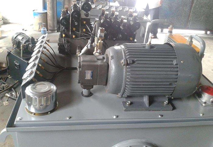 四柱油压机的液压缸实物图